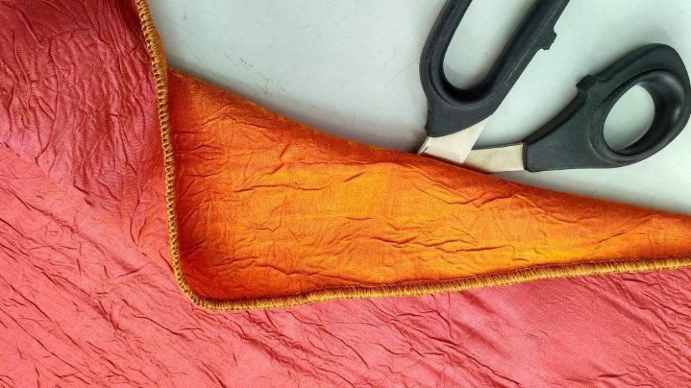 Tendaggio cangiante ad effetto goffrato bordeaux e arancione2
