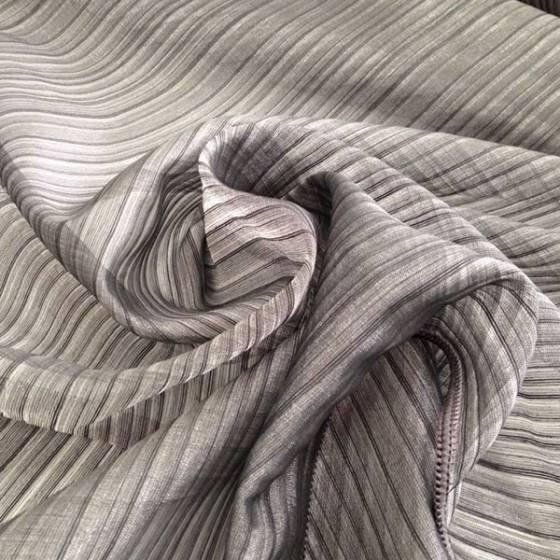Tessuto per tende con motivo a righe grigio e nero