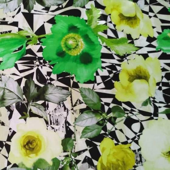 Tessuto per abbigliamento con vivace fantasia geometrica e floreale - bianco giallo e verde