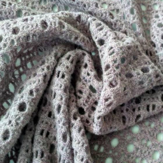 Tessuto traforato misto lana per abbigliamento - glicine
