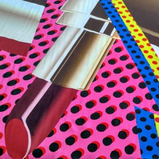 Tessuto in raso per abbigliamento con fantasia a pois e rossetti - rosa