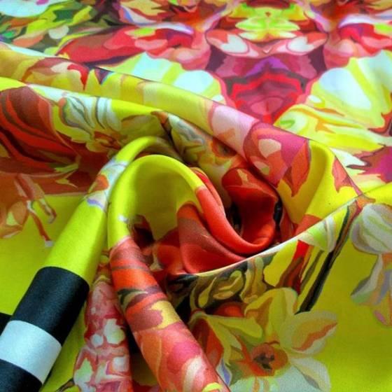 Tessuto in raso per abbigliamento leggermente elasticizzato fantasia florelae -multicolor