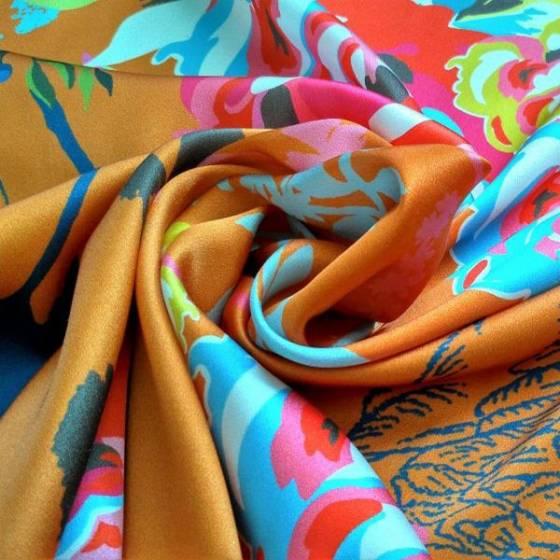 Tessuto in raso per abbigliamento con fiori e cigni - arancione