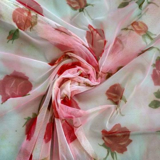 Tessuto in tulle romantico a fantasia rose - bianco e rosa