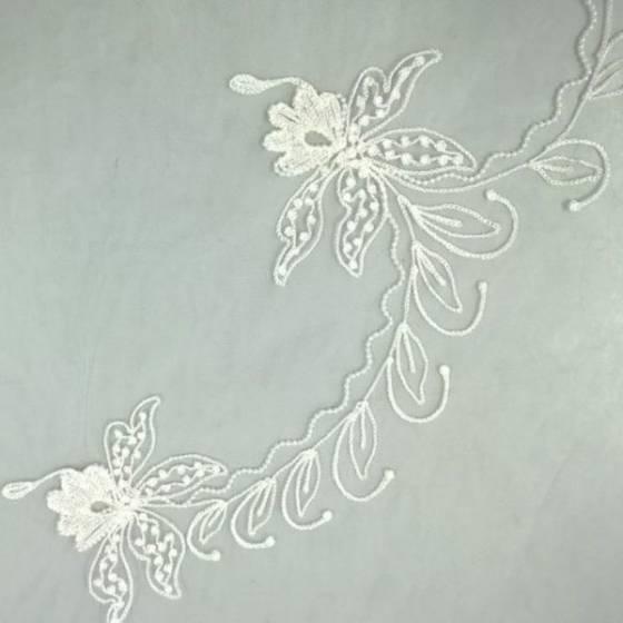 Tessuto in pizzo ricamato a fantasia floreale - bianco