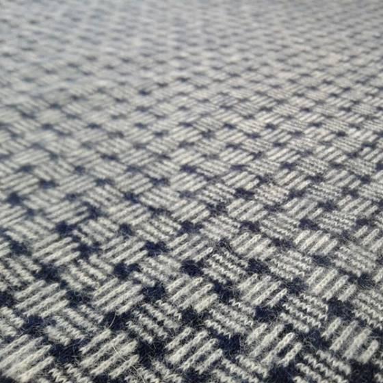 Maglina cotone felpato motivo geometrico - blu e bianco