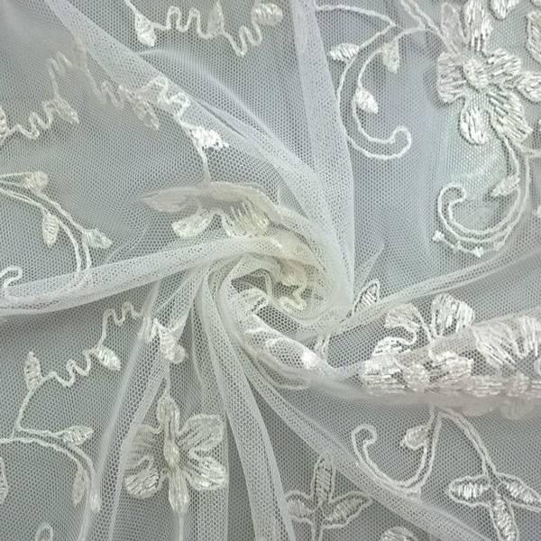 Tendaggio in tulle ricamato con fiori - avorio