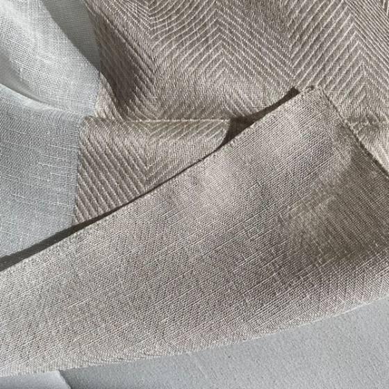 Tessuto per tendaggio a righe orizzontali ricamate2