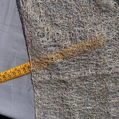 Tessuto per tendaggio a fili ricamati intrecciati.