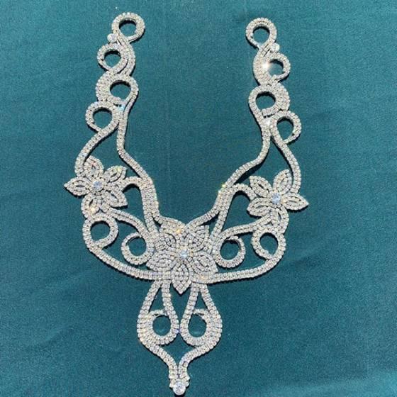 Decorazione floreale con diamanti per scollature abiti2