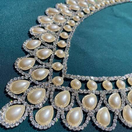 Scollatura per abiti eleganti con strass e perle2