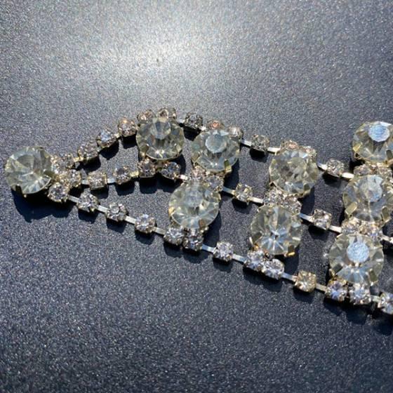Applicazione per abiti eleganti a catena di strass1