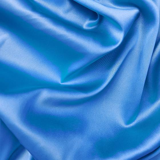Tessuto abbigliamento in satin di seta lucida azzurra